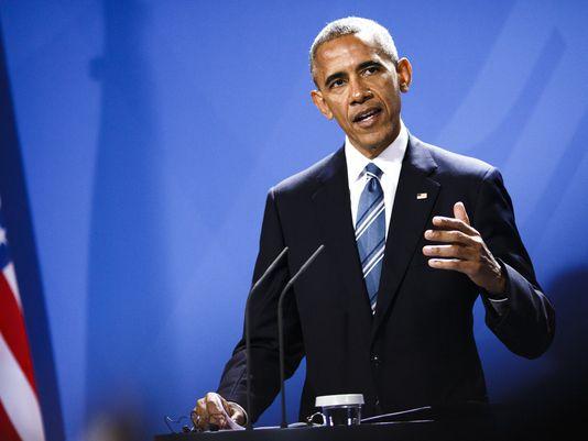 "Obama Warns That Fake News ""Threatens Democracy"""