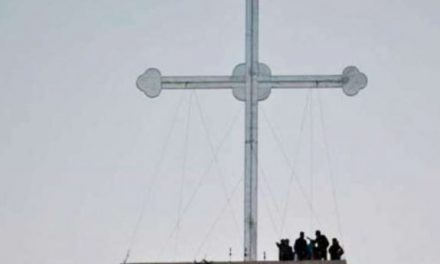Iraqi Christians Erect Giant Cross on Hillside After Liberation from ISIS
