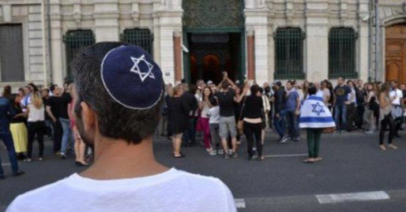 "Muslim Attacks Two Jewish Men with Hacksaw in Paris – Screaming ""Allahu Akbar!"" and ""Dirty Jews!"""