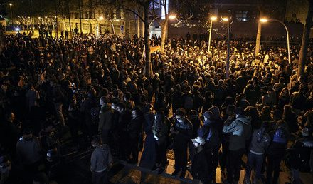 Police, anti-brutality protesters clash in Paris for 2nd night after death of Chinese man (VIDEOS)