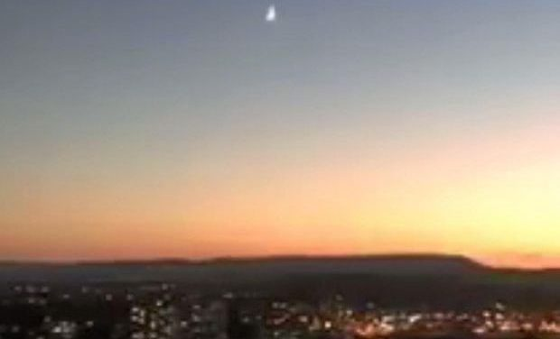 Bright Meteor Over Queensland, Australia Shakes Houses, Sounds Like Crack of Thunder