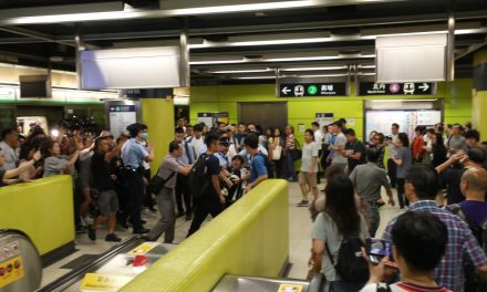 Hong Kong subway protest suddenly turns chaotic 8-21-19