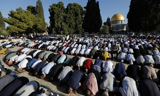 Police temporarily bar Jewish visitors from Temple Mount on Tisha B'Av