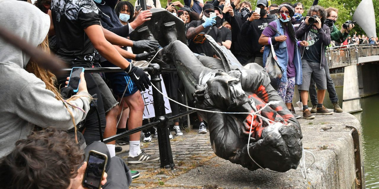 Kid climbs statue to deface and finds out the hard way it wasnt a good idea.