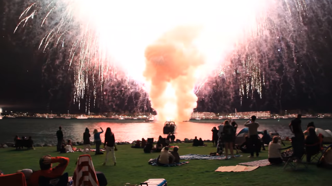 San Diego accidentally sets off ALL FIREWORKS AT ONCE!!! You know it's a good fireworks show when it makes AN ACTUAL MUSHROOM CLOUD.