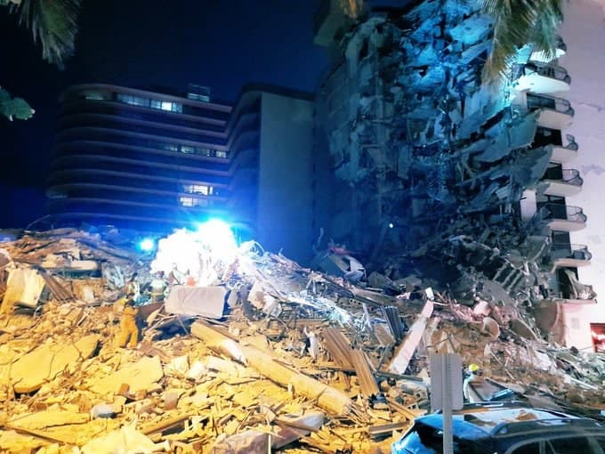 BREAKING NEWS – MULTIPLE CASUALTIES!! 911 looking Building Collapse Sunny Isles Beach Florida!